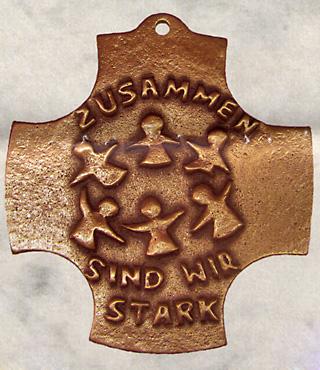 Bronzekreuz, 169, Zusammen sind wir stark, h=8,5cm